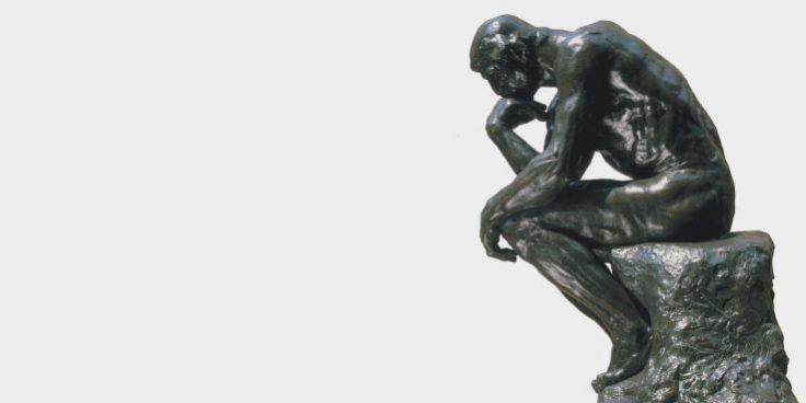 Statua di uomo che riflette